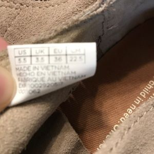 Toms Shoes - Size 5.5 Wide Toms Tan Lace Up Sneakers